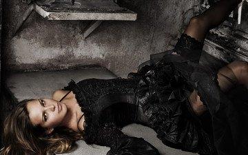 девушка, платье, взгляд, лежит, модель, черное, черное платье, фотосессия, петра немкова