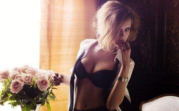 блондинка, розы, взгляд, часы, грудь, руки, сиськи, лифчик, пупок, животик, черное белье, задумчивая, белая рубашка