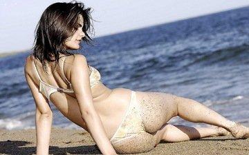 девушка, песок, брюнетка, попа, океан