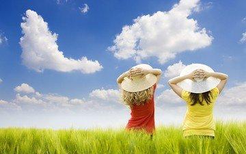 облака, поле, девушки, шляпки