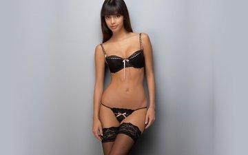 брюнетка, черное нижние белье, красивая фигура