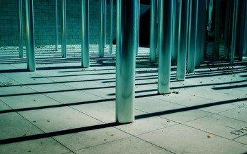 металл, столбы, листья, тени