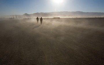 горы, солнце, движение, пыль