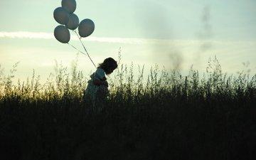 небо, трава, вечер, поле, грусть, девочка, одиночество, шарики