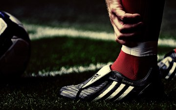 трава, макро, спорт, футбольные обои, стивен джеррард, ливерпуль, футболисты, мячи, steven gerrard wallpapers, по футболу
