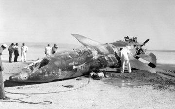 самолет, пустыня, чёрно-белое, сша, фотография, техника, авария, металлолом, x-15, испытания