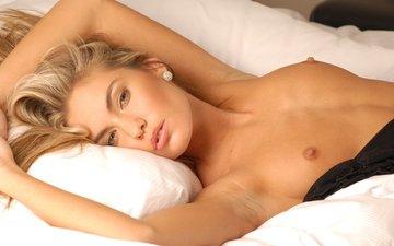 девушка, блондинка, грудь, постель