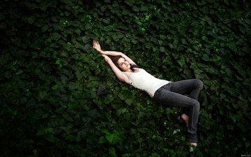 листья, девушка, поза, кристен стюарт, джинсы, лицо, актриса