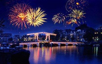 ночь, огни, река, отражение, салют, городок, праздник, фейерверк