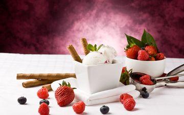 малина, мороженое, клубника, ягоды, черника, трубочки