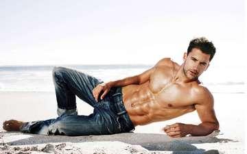 песок, взгляд, джинсы, лицо, мужчина, брюнет