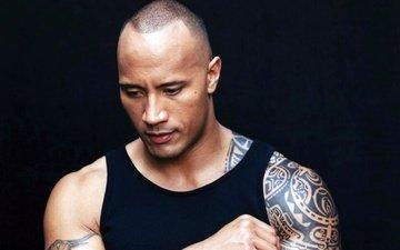 взгляд, актёр, татуировки, черный фон, лицо, мужчина, дуэйн джонсон, дуейн джонсон
