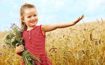 поле, дети, девочка, пшеница, букет, ребенок, счастье, детство, цветы, улыбается, милая маленькая девочка, дитя, пшеничное поле