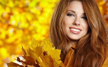 листья, девушка, улыбка, взгляд, осень, модель, лицо, шатенка, izabela magier, izabela margiera