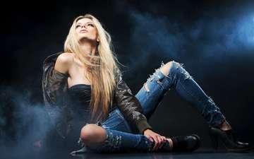девушка, блондинка, дым, джинсы, туфли, куртка, blue smoke