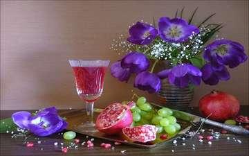 цветы, виноград, бокал, букет, тюльпаны, вино, ваза, нож, фиолетовые, натюрморт, гранаты