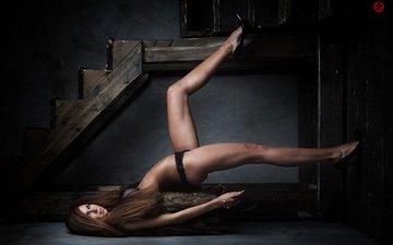 лестница, девушка, шатенка, красивые ноги