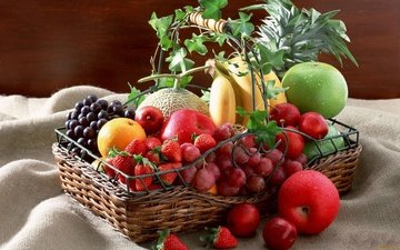 виноград, фрукты, яблоки, клубника, ягоды, мандарин, корзинка, бананы, ананас, дыня, слива