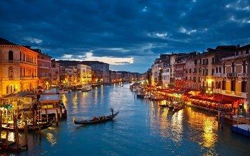 небо, облака, огни, вечер, тучи, лодки, венеция, канал, дома, сумерки, гондолы
