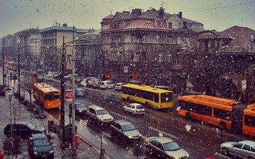 дорога, снег, зима, машина, вид, город, дома, движение, улица, авто, транспорт, светофор, тротуар