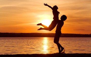 солнце, берег, закат, море, силуэты, любовь, счастье, свобода, наслаждение, чувтсво, влюбленная