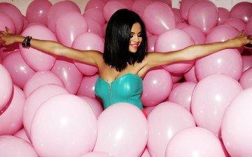 знаменитость, селена гомес, розовые шарики, селена гомез