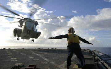 человек, вертолет, авианосец, палуба, площадка