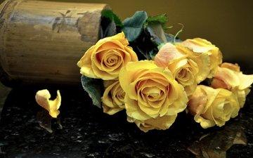 розы, лепестки, букет, ваза, cvety, zheltye, rozy, buket