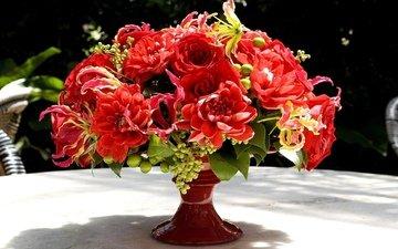 цветы, розы, стол, букет, ваза, композиция, георгины, глориоза