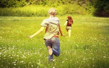 поле, лето, радость, девушки, ромашки, позитив, бегут
