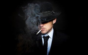 черный фон, костюм, мужчина, сигарета, шляпа, галстук