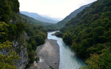 река, ущелье