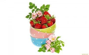 ягода, клубника, шиповник, миски