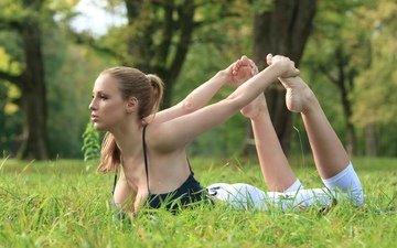 трава, парк, зарядка, йога, джордан карвер