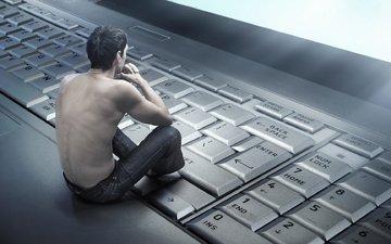 парень, клавиатура, спина, ноутбук