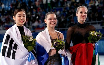 flowers, smile, russia, flag, italy, korea, figure skating, sochi 2014, sochi 2014 olympic winter games, the xxii winter olympic games, adelina sotnikova, yeon-a kim, carolina kostner, skater, pedestal