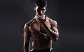 парень, с атлетическим телом