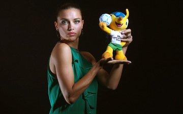девушка, мира, чемпионата, с талисманом, по футболу в бразилии 2014