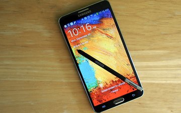 samsung galaxy note 3 и s pen на столе