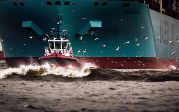 the ship, tank, maersk line, a container ship, maersk essex, maersk, tug
