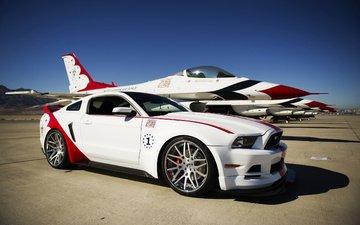 полосы, самолет, колеса, белый, истребитель, автомобиль, тюнинг, диски, мустанг, форд, суперкар, мускул, буревестник, thunderbirds., гт, фон.jpg