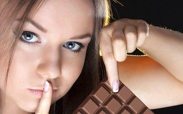 девушка, шоколад, красивая, жест