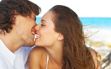 девушка, улыбка, парень, радость, поцелуй