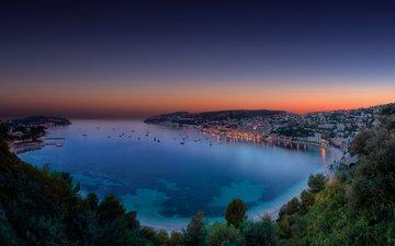 яхты, панорама, город, красивый залив на закате, синяя вода