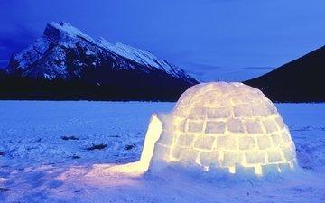 фото домика-иглу из льда и снега