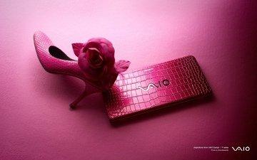 ноутбук, розовый фон, туфля