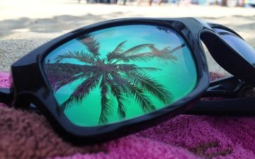 пляж, очки, полотенце, солнцезащитные, пальма в отражении