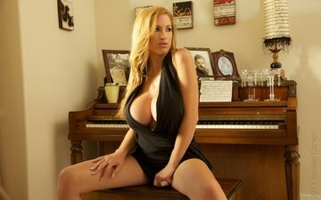девушка, блондинка, взгляд, модель, грудь, красотка, gевочка, сексапильная