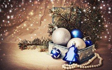 новый год, елка, зима, ветки, шарики, ель, игрушки, белые, праздники, бусы, синие, рождество, коробка, елочные, декорации, встреча нового года, еловая ветка, серебристые, елочная