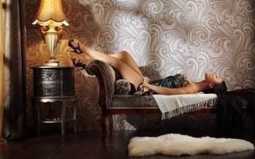 девушка, платье, брюнетка, лампа, профиль, азиатка, тумбочка, коврик, тахта, длинноволосая, длинноногая